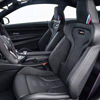 Interior del BMW M4 CS en Lime Rock Grey Metallic